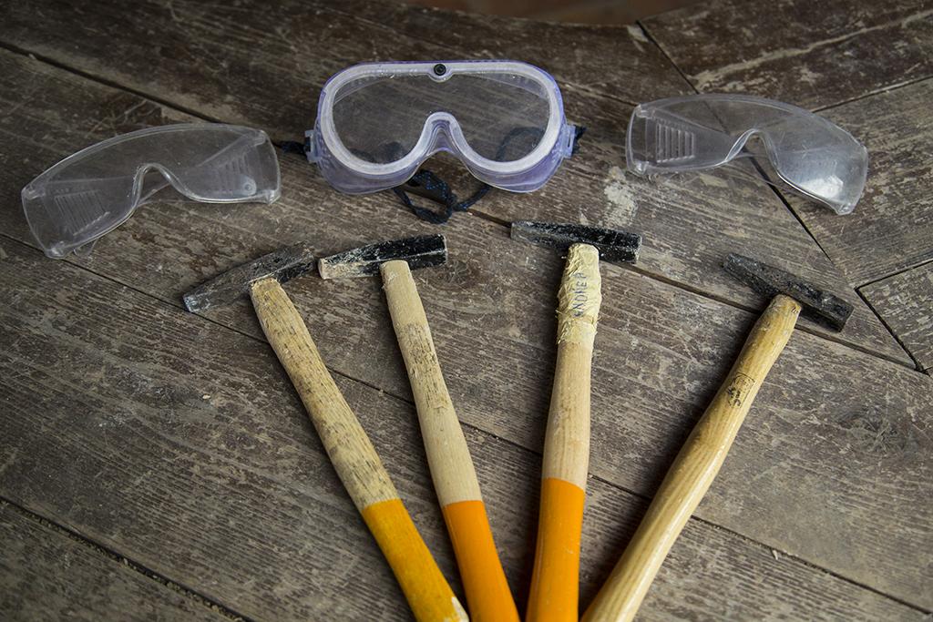 occhiali protettivi, martello