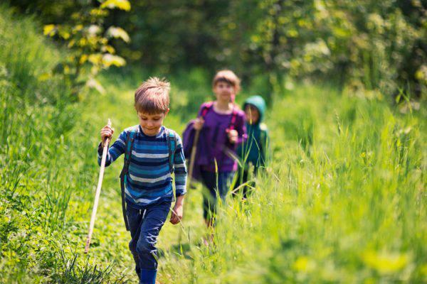 Portare i bambini a camminare